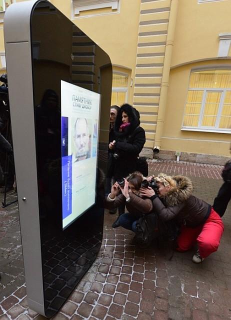 Памятник Стиву Джобсу в Петербурге